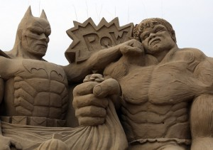 batman et hulk en sable
