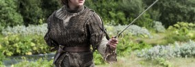 Un timelapse de Arya Stark de Game of Thrones dessinée au crayon blanc