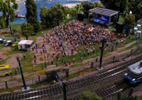 Mini Word Lyon concert foule miniatures train